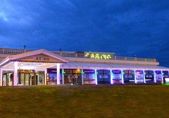 Le Casino JOA de La Tréport est l'endroit à ne pas manquer pour profiter encore plus de votre séjour. Machines à sous et jeux de table sont à votre disposition.