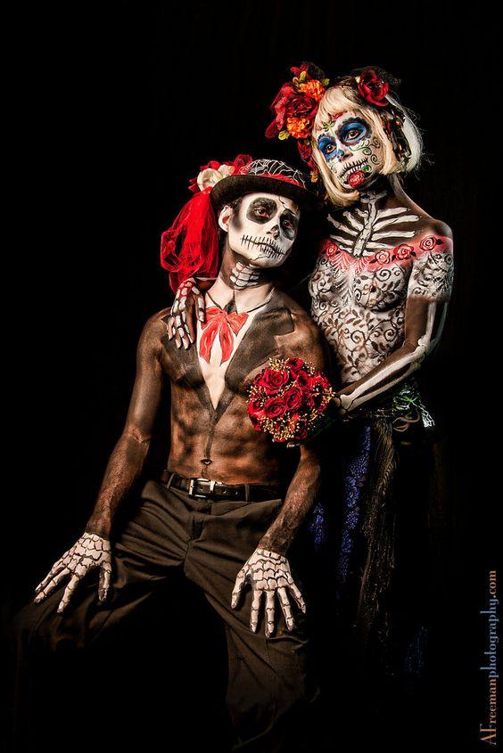 Dia De Los Muertos Couple, De Muertos, Sra Catrina, Maquillaje Fantasía, Maquillaje Artistico, Maquilajes Hallowen, Muertes, Hombres Caracterizacion,