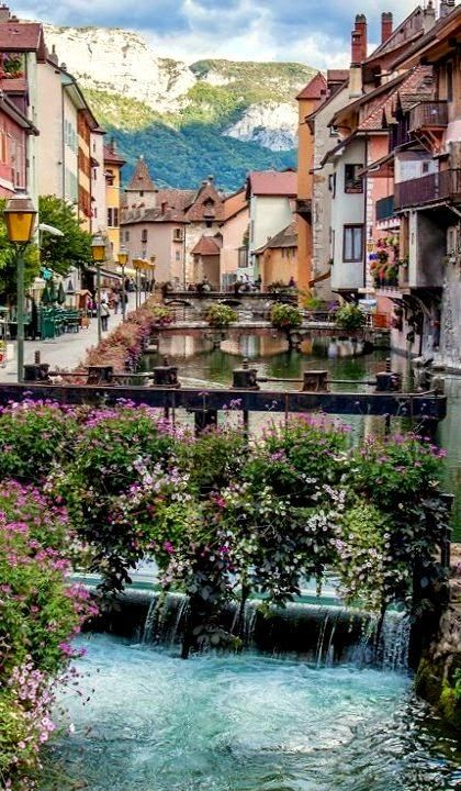 Annecy - Haute Savoie. Partenaire Naturabox à proximité : http://www.naturabox.com/partenaire-hebergement-les-balcons-du-lac-d'annecy-801.html