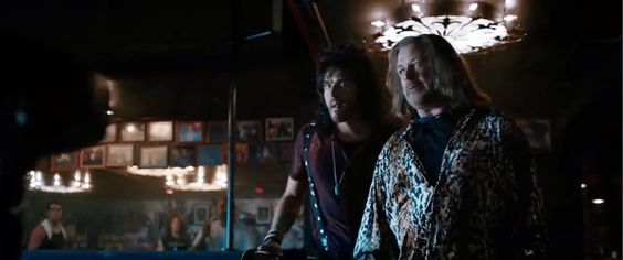 russell brand rock of ages   Rock Of Ages Alec Baldwin Russel Brand 580x243 Rock Of Ages Alec ...