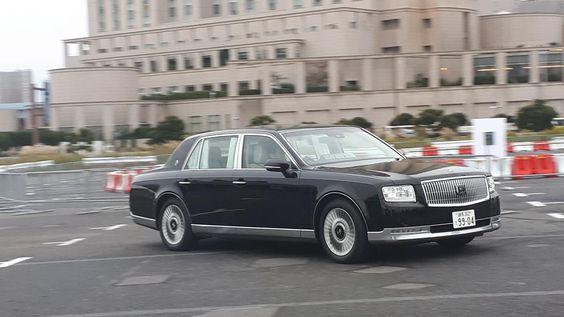 Grandes autoridades não fogem muito de algumas escolhas óbvias quando precisam de um carro oficial.
