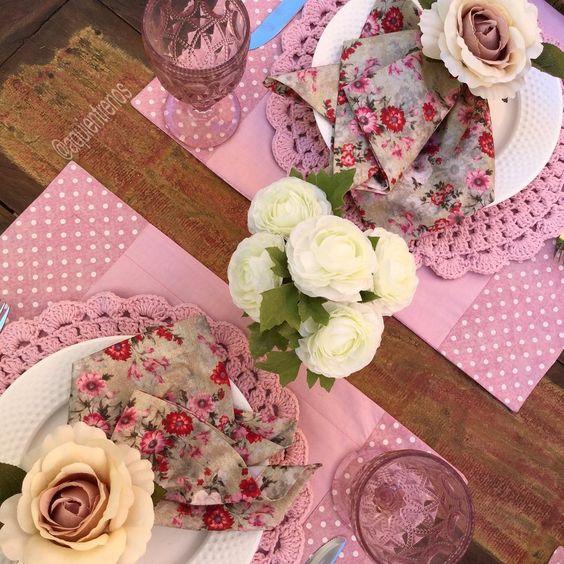 """""""Para começar a semana, uma mesa romântica.  Mesa Maria Cecília  Contato:entrenos.aqui@gmail.com WhatsApp (24)988291514."""""""