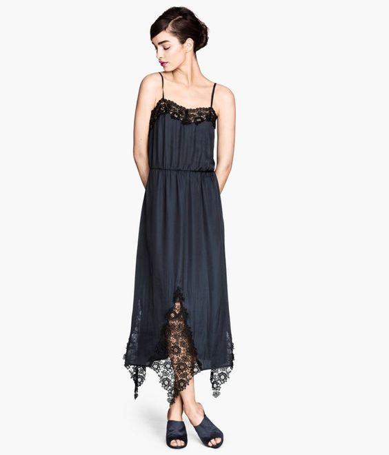 Pin for Later: Vous n'allez jamais nous croire quand vous découvrirez d'où viennent ces superbes robes ! Robe H&M en satin et dentelle