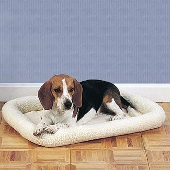 Unique bumper-style crate mat of Slumber Pet™ Sherpa Beds combines thick sherpa…