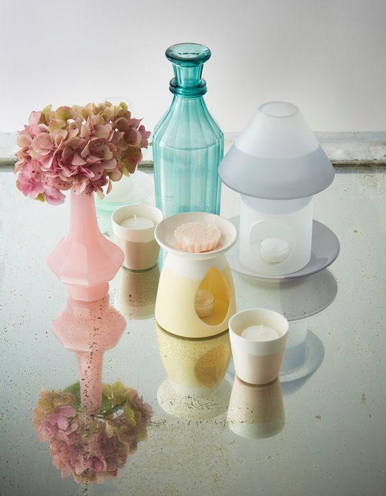Descubre esta colección de complementos en colores pastel, ideal para dar un toque de alegría a tu hogar.