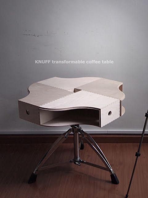 mesa  Una mesa de café hecha con revisteros