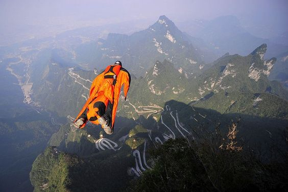 Hungarian wingsuit flier Viktor Kovats jumps off a mountain at Tianmen Mountain National Forest Park in south China, photo: AP via telegraph.co.uk