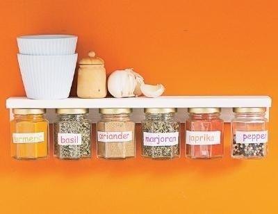 Potes vidro presos prateleira Como reutilizar embalagens de vidro