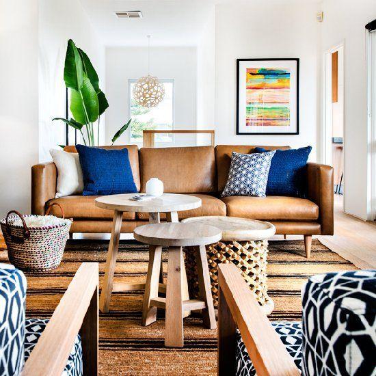 Phòng khách đẹp hợp phong thủy khi mua sofa da tphcm