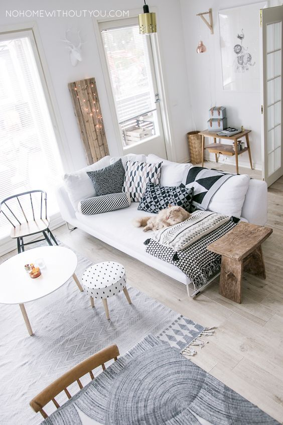 Kaisa Palomaki' s beautiful home has an effortlessly chic style. The author of the NO HOME WITHOUT YOU created a fresh yet warm, a casual yet chic living space.A modern house full of graphi…