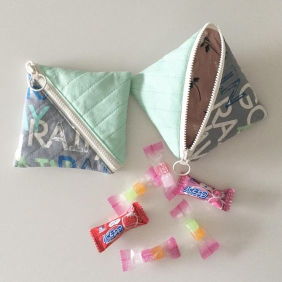Half Square Triangle Pouch | Craftsy: