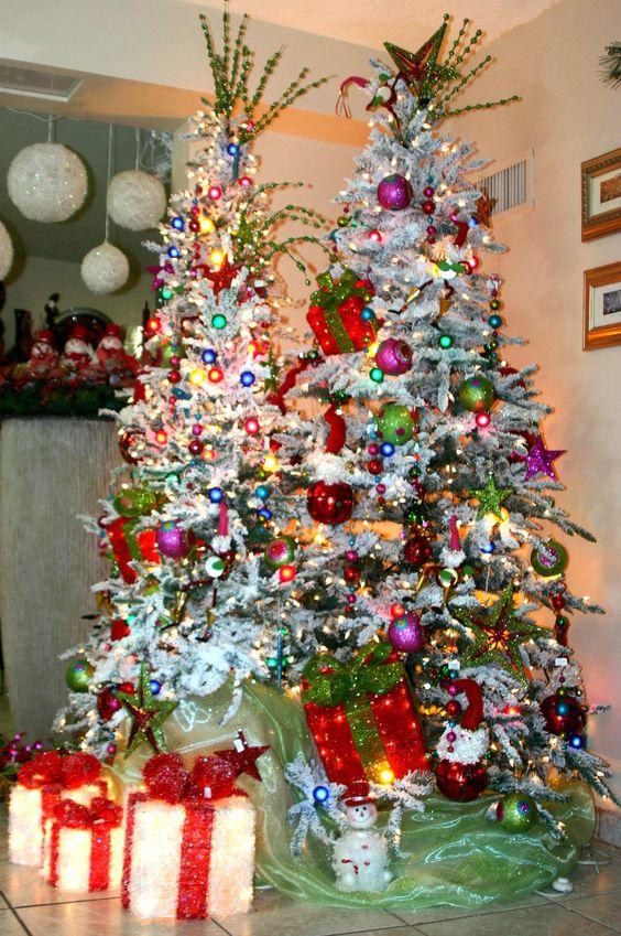 Juego de arboles navide os nevados decorados con detalles infantiles y coloridos holliday - Imagenes de arboles de navidad decorados ...