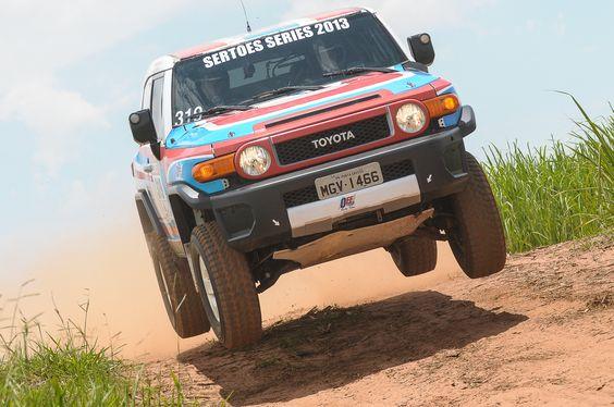 Faltam algumas horas para as aceleradas finais de mais uma temporada do Brasileiro de Rally Cross Country e do Brasileiro de Rally Baja. A 18ª edição do Rally dos Amigos encerrará os campeonatos de 2015 e contará com um grid de aproximadamente 100 veículos entre motos, quadriciclos, UTVs e carros. Organizada pela Du Sachs Promoções…