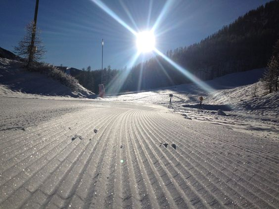 Sole splendente, cielo blu e tanta voglia di neve. Chi ci raggiunge? #Queyras #segretodacondividere #montagna