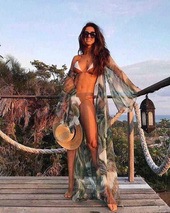 A nossa Fhits musa carioca @luizabsobral inspirando o fim de tarde e feriado com biquini bicolor @vixswim e saída de praia estampada @grupolore  The body!  #FhitsTeam #FhitsInspiration #Holiday