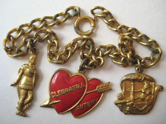 VINTAGE Gold Tone Enamel CLEOPATRA & ANTONY Charm Bracelet 1940's