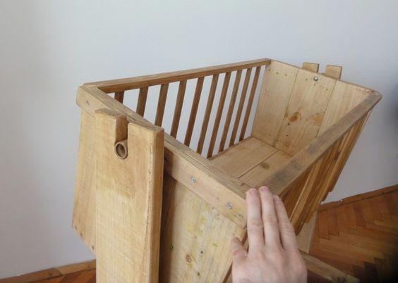 Cradle from pallet wood pallets woods and pallet wood for Muebles de paletas recicladas