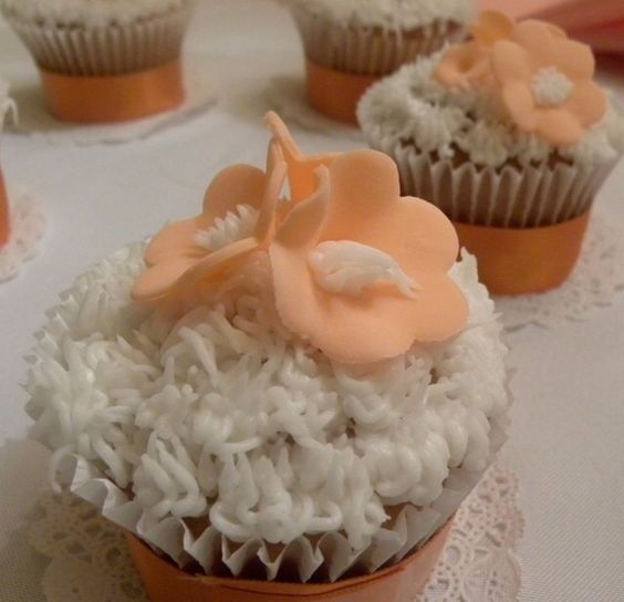 Cupcakes with  fondant flowers