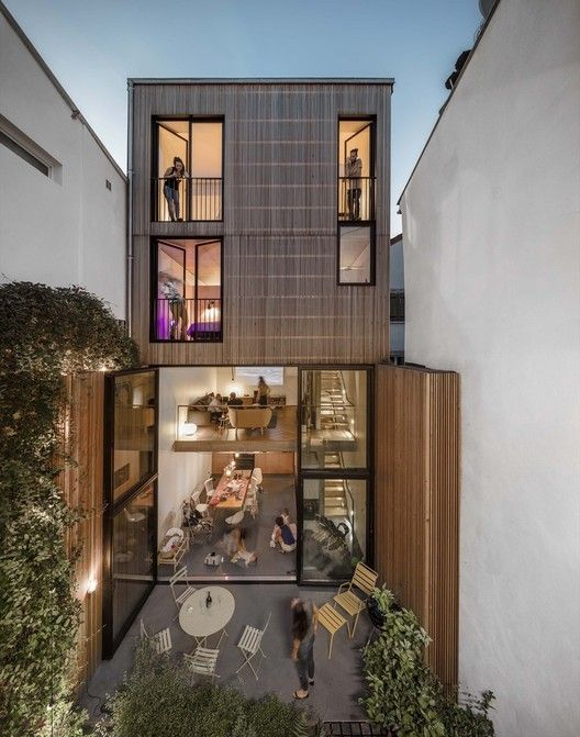 Gallery Of 22 Skinny Houses With A Narrow Footprint And A Broad Impact 41 In 2020 Architect Modern House Design Narrow House
