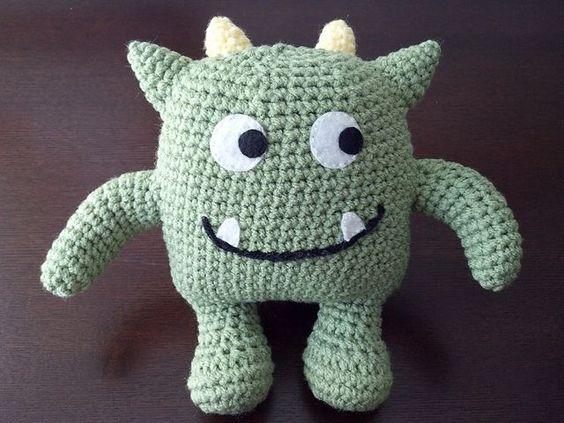 Hug Monster Amigurumi - FREE Crochet Pattern and Tutorial ...