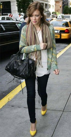 Hillary Duff, this is such a great outfit, love the mix of casual and trendy