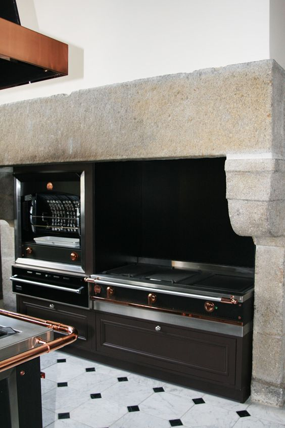 Une cuisine de malouini re dans le style la cornue - Piano de cuisine la cornue ...