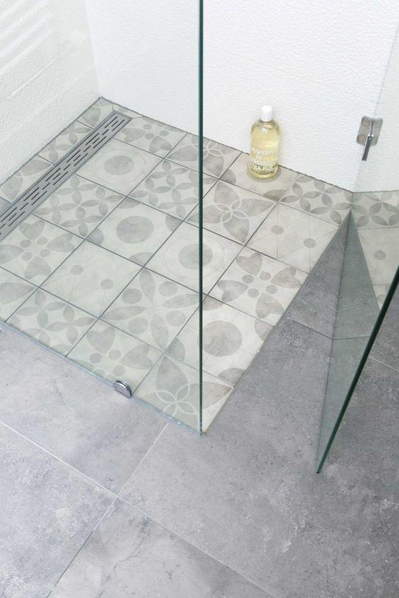 Blauw Mozaiek Badkamer ~ Ook een gaaf idee overal in de badkamer grote zwarte grijze tegels