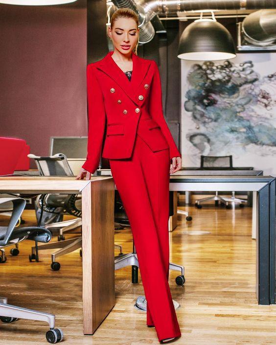в таком костюме можно вообще в офисе не здороваться ❤️ шучу❤️❤️❤️ залог успеха - всегда в любви к людям ❤️❤️❤️ и к себе❤️ красный - самый огненный цвет любви❤️❤️❤️а строгость костюма в стиле Balmain - его уравновесит ❤️ 12.000 руб‼️ идеальные брюки-клёш с завышенной талией и пиджак✂️ Шьем сами XS, S, M, L Шоурум: Петровка 20/1 подъезд БЕСТ 3 этаж с 10 до 218-916-415-90-70 любые вопросы Доставочка: ‼️ 8-916-415-90-70 (Москва) 8-916-099-99-03 (Регио...