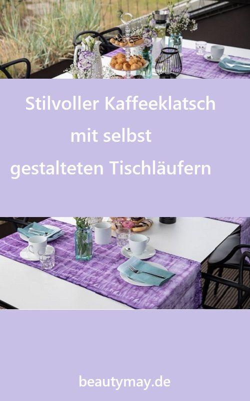 Tischläufer und Stoffservietten schaffen sofort eine einladende Atmosphäre. Das gilt auch für den Tisch auf Terrasse und Balkon. Stilvoller Kaffeeklatsch mit selbst gestalteten Tischläufern aus weißen Basic-Heimtextilien lassen sich mit Stofffarben schöne Einzelstücke gestalten. Für den Tischläufer in Flieder-Lila und die Servietten in Efeu-Grün wurden nicht nur zwei Farben, sondern auch zwei Techniken kombiniert. Der Tischläufer wurde zum Batiken aufgerollt, mit Gummiringen fixiert...
