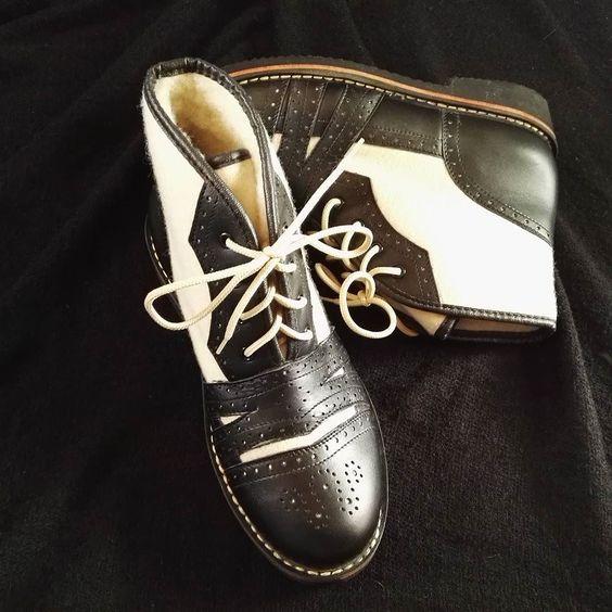W Naszej Ofercie Mamy Tez Tradycyjne Meskie Kapce Goralskie Goralskie Cieple Kapce Dress Shoes Men Oxford Shoes Men Dress