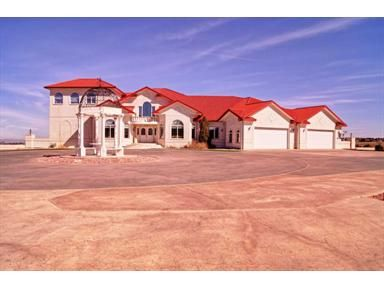 $1,499,000 This gorgeous Parker, CO home has 6 beds and 6 baths just waiting to be explored! Click here to view it's interior features