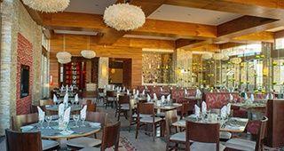 BUFFET.  Deleita tus sentidos con impresionantes buffets y vistas panorámicas en el restaurante Don Diego.
