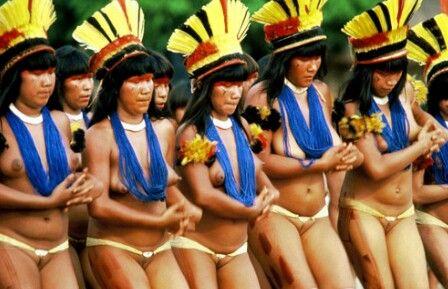 """""""Somos filhos da terra cor de urucum. Dos sons dos igarapés,e da força do Jatobá. Dás águas do Araguáia,do Tapajós,do Iguaçu e da chuva que semeia o guaraná,a pitanga e o aipim. Somos filhos dos mitos. Do Irapuru e seu canto,do vento e do pranto. Guerreiros,fortes,sábios. Somos Ianomânis,Guaranis,Xavantes,Caiabis. É o que somos nunca deixaremos de ser"""" (Zeli Poa)"""