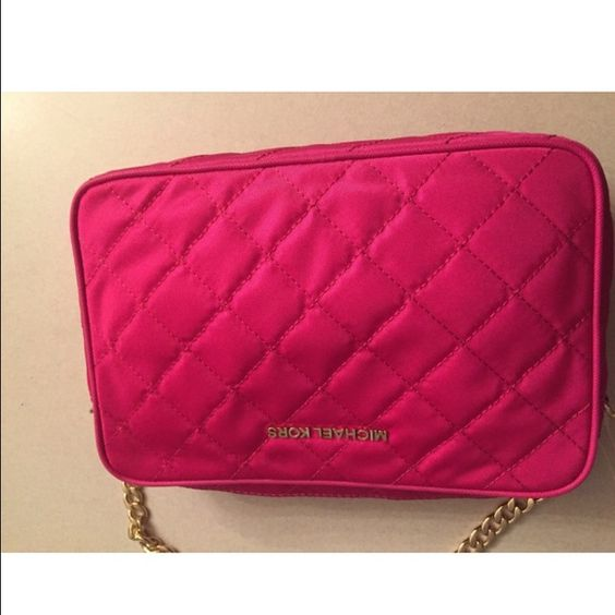 Micheal kors crossbody bag Slightly used but no significant signs of wear MICHAEL Michael Kors Bags Crossbody Bags