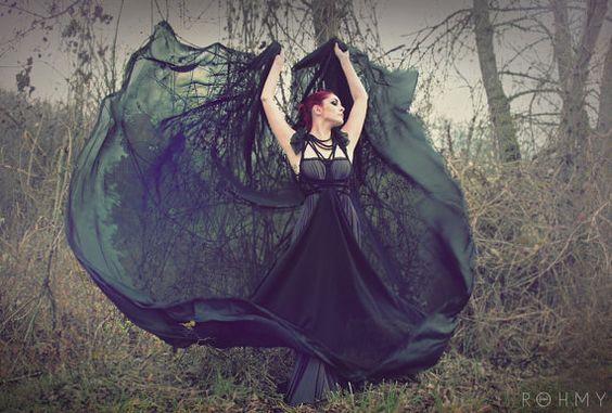 Bodenlanges Kleid Scorpio mit sehr langer Schleppe /// von ROHMY