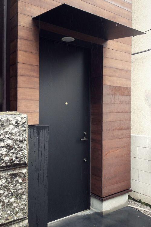 id e de casquette au dessus de la porte d 39 entr e portes fen tres pinterest portes tokyo. Black Bedroom Furniture Sets. Home Design Ideas