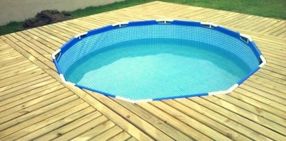 Above ground pool with diy wood pallet deck http www for Above ground pool decks made from pallets