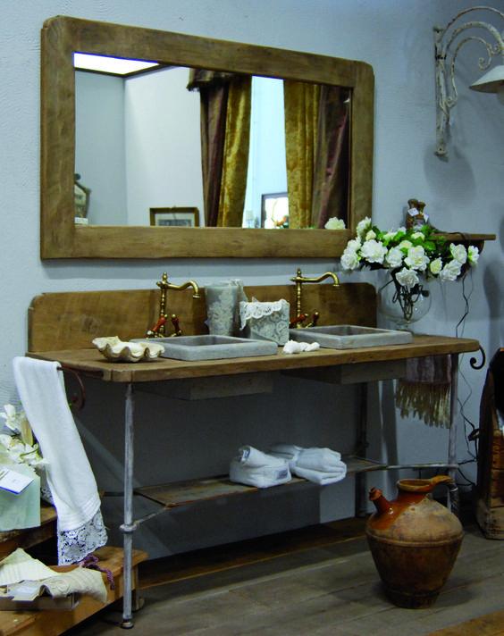 meuble de salle de bain romarin fait main en vieux pin et base m tallique avec lavabos en pierre. Black Bedroom Furniture Sets. Home Design Ideas