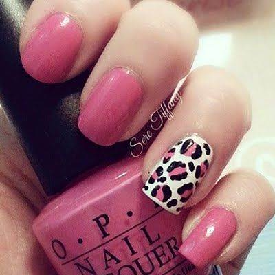 This manicure features a vibrant pink nail polish accentuated with leopard print in pink and black over a white base. Discover the products used here and get inspired.