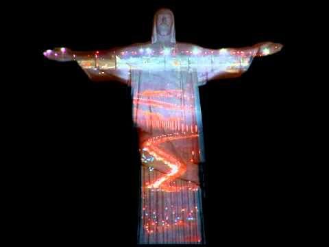 Brasilien: Warum Rios Christus-Statue schwarz, rot, golden erstrahlt