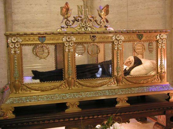 ... Coffin st . bernadette coffin tubuh santa bernadette ditaruh dalam
