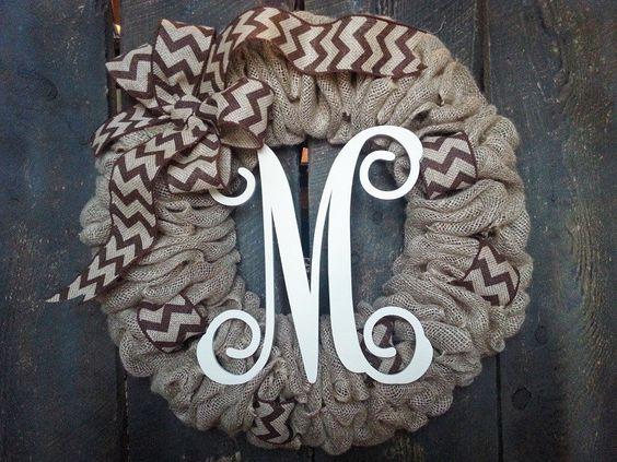 guirnalda con letras para decorar la puerta de la entrada