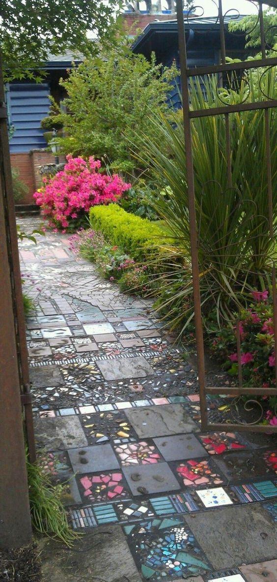 allées de jardin mosaiques et une flore fantastique