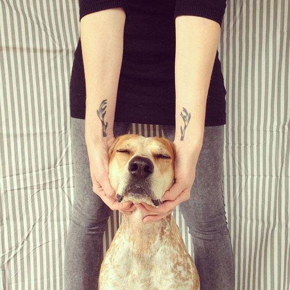 Tatuagens criativas que interagem com o corpo.
