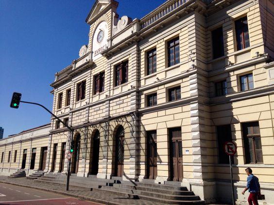 Antiga estação ferroviária, porta de entrada para o Shopping Estação.