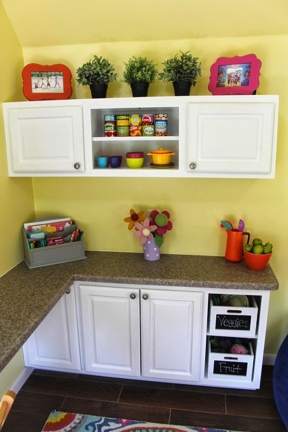 Kid 39 S Playhouse Interior Playhouse Decor Ideas Custom Play Kitchen Project Playhouse