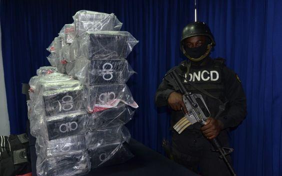 Detienen A Cuatro Militares Por 450 Paquetes Droga En AILA