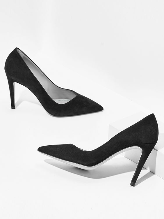 aeyde collection n02 NINA - Sleek, streamlined pump in finest black Italian suede leather. The 9 cm heel adds a hint of sex appeal and makes this classic ideal for endless outfit upgrade options.