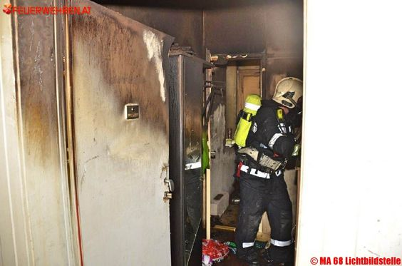 BF Wien: Zimmerbrand – #Feuerwehr rettete mehrere Personen über die Drehleiter