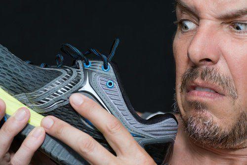 Lisez cet article pour découvrir quelques remèdes maison qui vous permettront de ne pas souffrir de mauvaises odeurs au niveau des pieds.